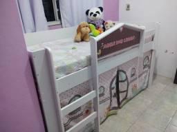Casa de boneca com dormitório escada e escorregado