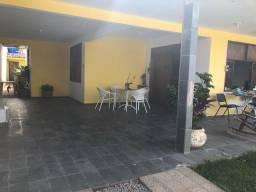 Casa ampla, 3/4, nascente, a 1 rua da praia de Jacarecica