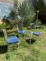 Conjunto cadeiras de ferro antiga.