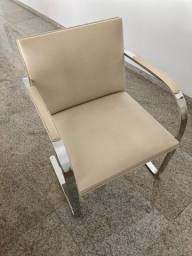 Cadeira em couro Bruno em aço inox