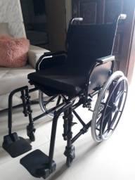 Cadeira de rodas e coxão de ar