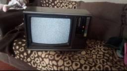 Tv antiga com rádio