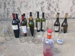 Vende se garrafas de vidro
