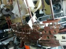 Navio antigo de madeira .Leia