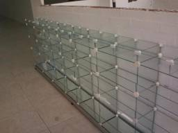 Montagem de móveis de vidro