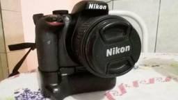 Nikon D3300 + Lente 18-55+ Grip + 2 Baterias