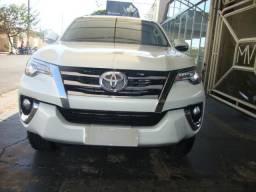 Toyota Hilux SW4 2.8 4X4 SRX 7 Lugares Automática - 2016
