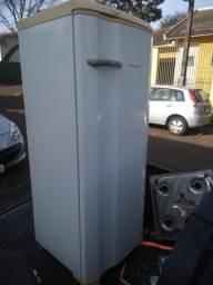 Geladeira Electrolux 300 litros