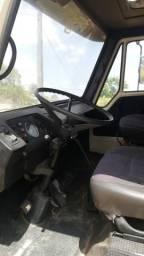 Vende-se caminhão baú refrigerado ano 89/90 fone * - 1990