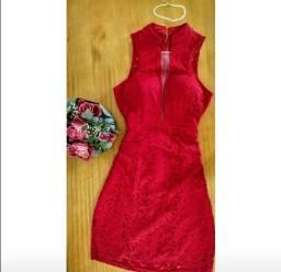 Vestido vermelho rendado de festa