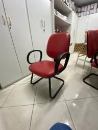 Cadeira vermelha de escritório