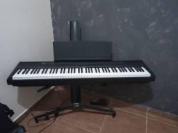 Piano Digital Yamaha P105b + suporte stay + pedal