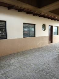 Aluga-se casa com 3 dormitórios Centro de São José dos Pinhais
