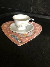 Vendo Xicarazinha de Porcelana em perfeito estado, 10 Xicarazinha e 10 pratinho<br>