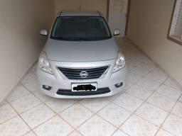 Nissan versa com 33500km ( novinho )