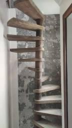 Escada elicoidal madeira maciça