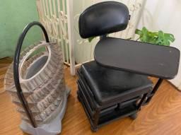 Expositor de esmaltes e cadeira de manicure