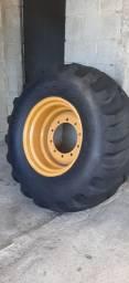 Esterpe Traseiro Roda + Pneu Retroescavadeira Caterpillar