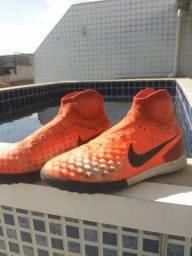Chuteira Nike Hypervenon Profissional 1 linha.