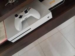 Vendo Xbox one s 500gb (passo cartão)