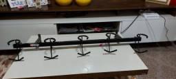 Suporte de parede para 5 instrumentos de corda.