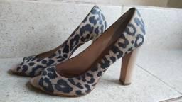 Sandália salto animal print