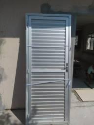 Vendo porta janelas e grades de alumínio