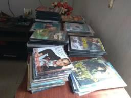 Vendo mais de 100cds e DVDs ,sendo misturados, tem pra todos os gostos
