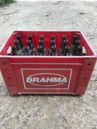Engradado com garrafas de cerveja