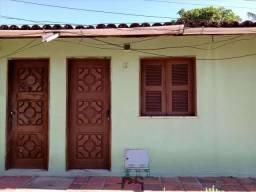 Casa 2 quartos, a poucos metros da Avenida Bernardo Manuel.