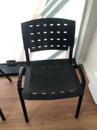 Cadeiras plásticas 39 unidades