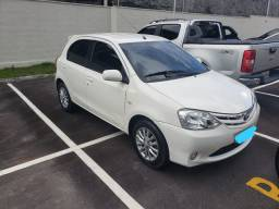 Toyota Etios Hatch branco