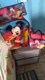 Vendo essa mochila  de rodinha top tá bem conservada chamá No zap *.