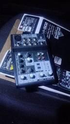 Mesa de áudio Behringer Xenyx 502
