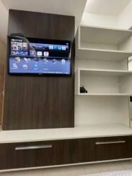 Painel de TV com gavetões e nicho
