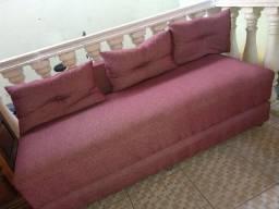 Sofá cama vermelho semi novo