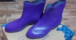 Você fica molhando os pés o tempo todo? Compre bota emborrachada produto novo!