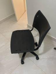 Vendo cadeira de escritorii giratoria