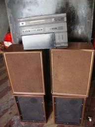 Som de garagem, composto de 4 caixas acústicas (2 holandesas co
