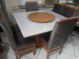 Mesa de vidro 1,30 X 1,30 com 6 cadeiras