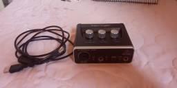 Placa de audio behringer um2