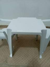 Mesa infantil mais duas cadeiras 35