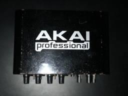 Akai EIE Pro - Interface profissional de áudio / MIDI com hub USB 2.0