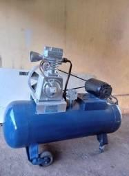 Compressor de ar Cirei (antigo) 126 Litros. Motor trifásico. Funciona normalmente.