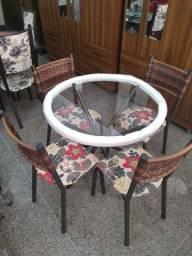 Título do anúncio: Mesa com tampo de vidro com 4 cadeiras reforçadas