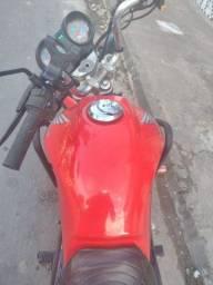 Moto cg 125 com a roupa da Mix