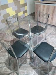 Mesa de inox e tampa de vidro