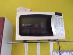 Título do anúncio: Vendo micro-ondas Electrolux