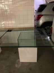 Mesa quadrada em vidro