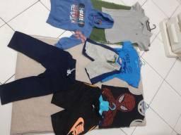 Lote de roupa infantil de quatro anos que veste cinco